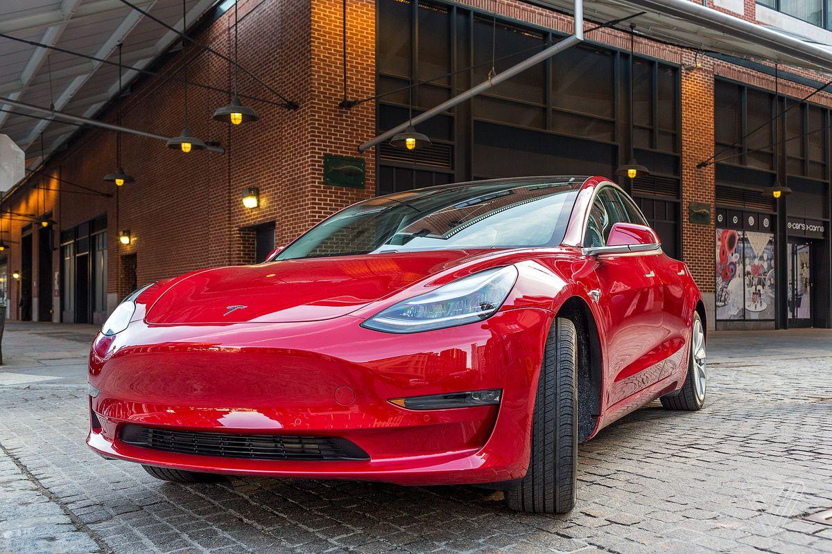 Tesla is making 3,500 Model 3 vehicles a week, Elon Musk says - The