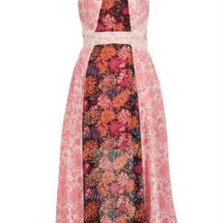 "<a href=""http://www.topshop.com/webapp/wcs/stores/servlet/ProductDisplay?beginIndex=0&viewAllFlag=&catalogId=33057&storeId=12556&productId=11051931&langId=-1&categoryId=&searchTerm=reclaim%20to%20wear&pageSize=200"">Floral Panel Dress</a>, $140"