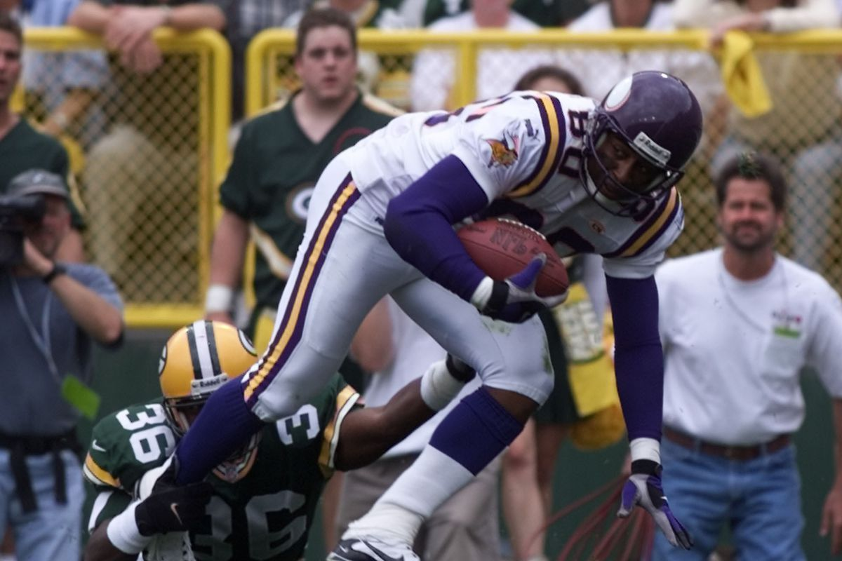 Vikings - Green Bay Packer football September 26,1999. — Minnesota Vikings wide receiver Chris Carter,80, breaks out of a tackle attempt by Packer defensive safety Leroy Butler, 36, during 1st quarter action at Lambeau Field Sunday September 26,1999.