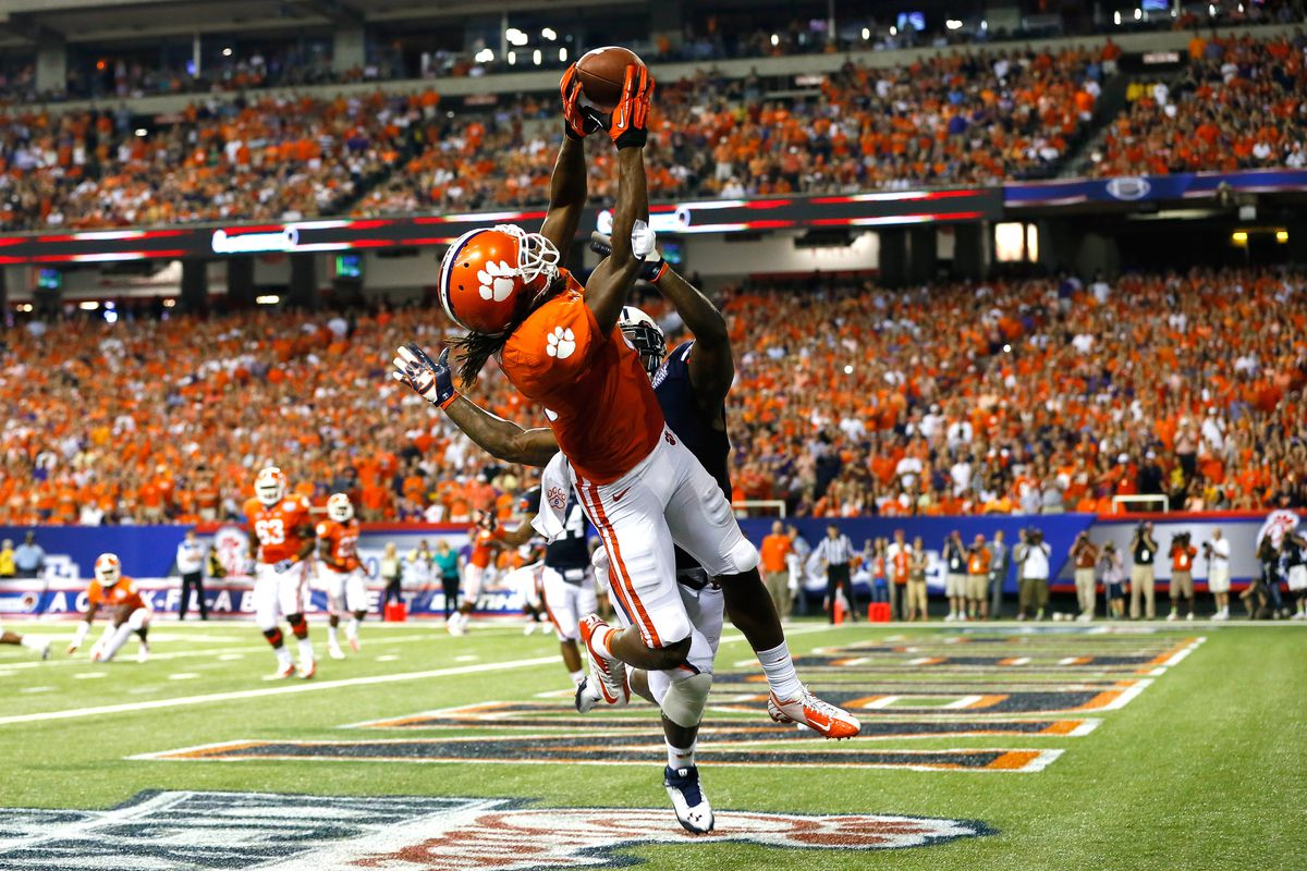 ATLANTA, GA - SEPTEMBER 01:  DeAndre Hopkins #6 of the Clemson Tigers pulls in this touchdown reception against Chris Davis #11 of the Auburn Tigers at Georgia Dome on September 1, 2012 in Atlanta, Georgia.  (Photo by Kevin C. Cox/Getty Images)