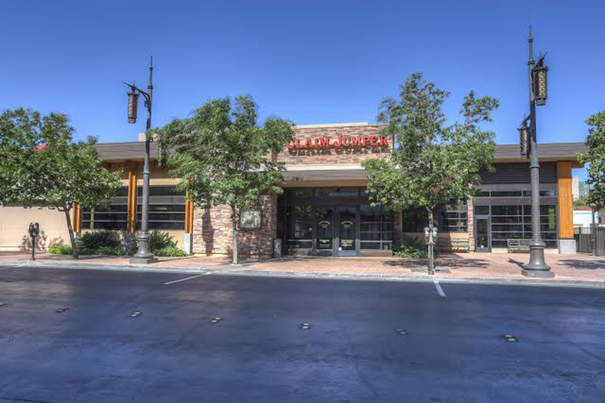 Claim Jumper at Town Square