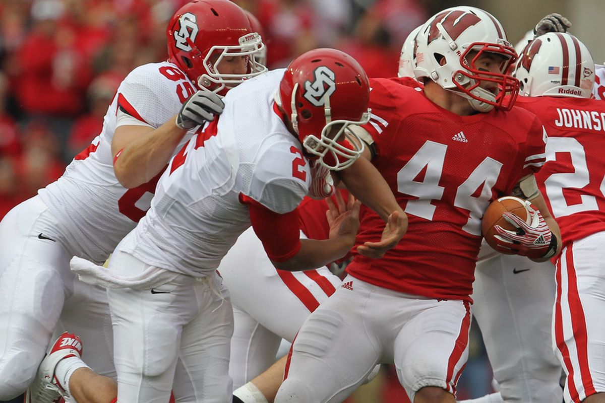 Chris Borland and the rest of the Badger defense want to make Taylor Martinez and the Cornhuskers go to the air on Saturday.