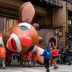 Volunteers at the Thanksgiving Day Parade maneuver a Rudolph the Rednose Reindeer balloon under the train tracks at Van Buren Street on November 22, 2018   Max Herman/For the Sun-Times