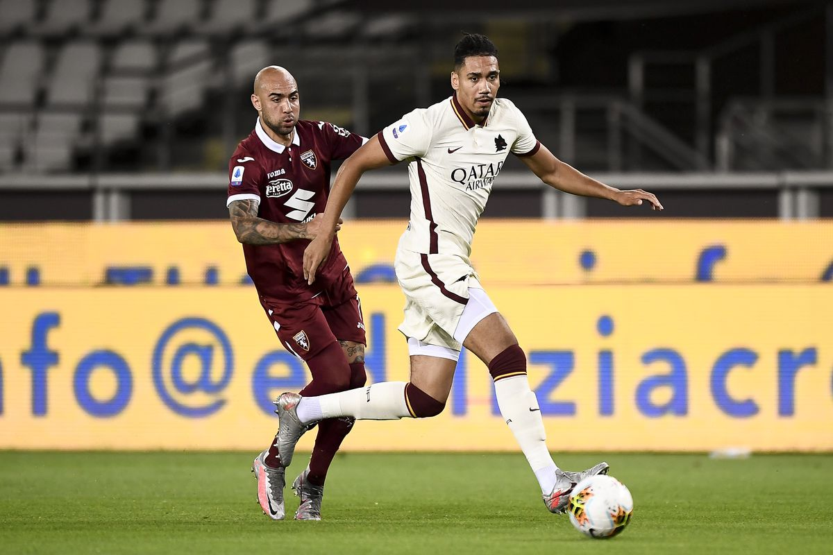 Chris Smalling (R) of AS Roma is challenged by Simone Zaza...