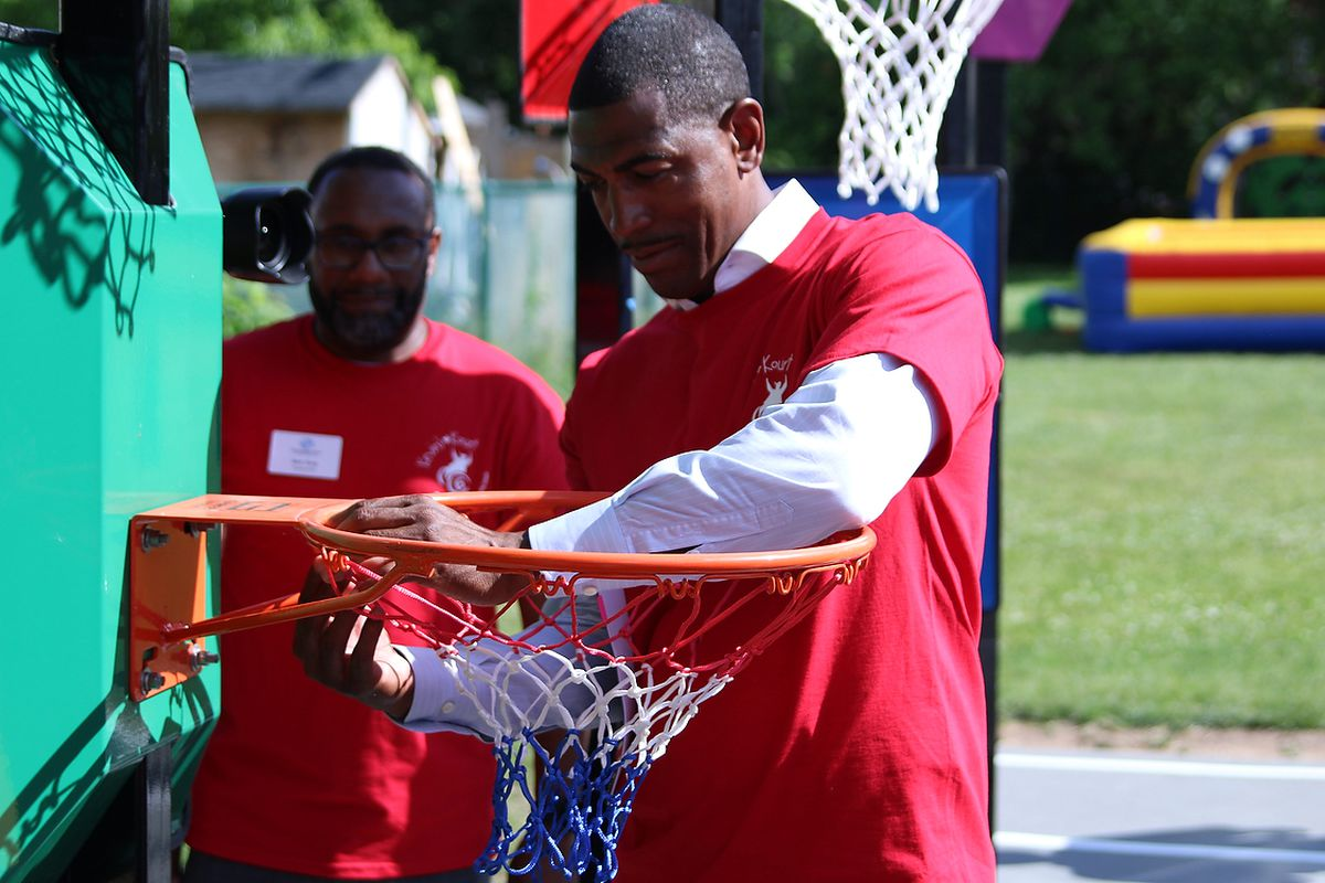 Instead of cutting down a net like he's used to, Kevin Ollie puts up a net at Kevin's Kourt.