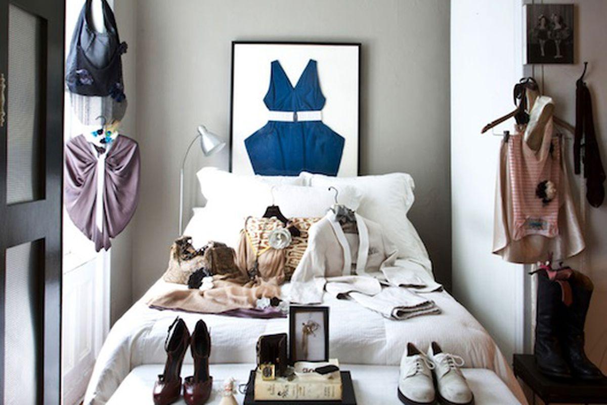 "Holly's Bedroom via <a href=""http://hollysapartment.com/hollys-terrace/"">Holly's Apartment</a>"