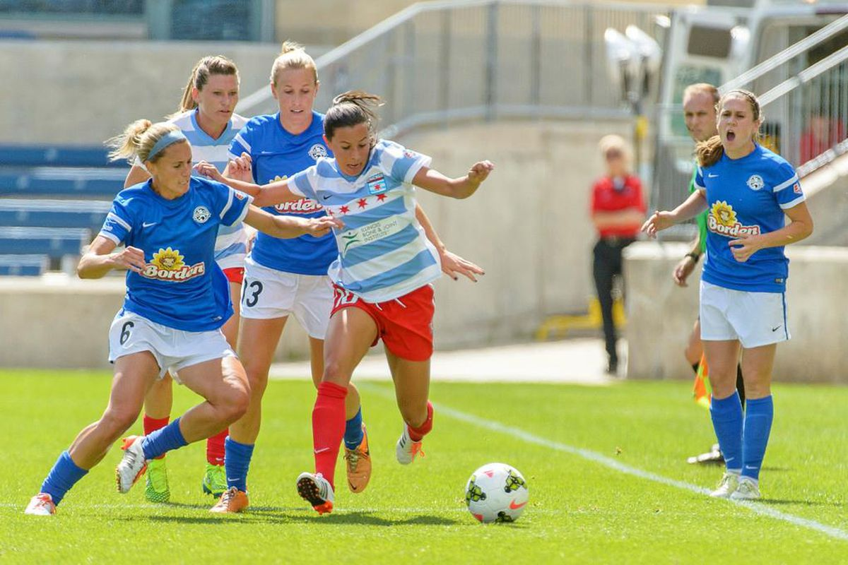 Vanessa DiBernardo fights for possession in the NWSL playoff semifinal