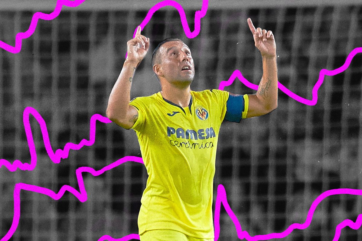 Photo of Villarreal's Santi Cazorla pointing with both hands to the sky in celebration