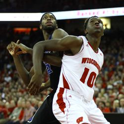 Nigel Hayes boxs out for a rebound