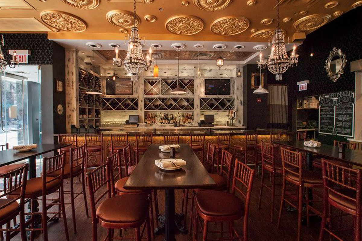 """<a href=""""http://chicago.eater.com/archives/2014/06/09/enolo-wine-bar-opening-thursday-in-the-former-bombay-spice.php"""">Enolo Wine Bar, Chicago</a>."""
