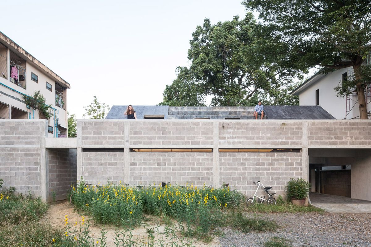 Concrete house is like a bunker with a twist - Curbed