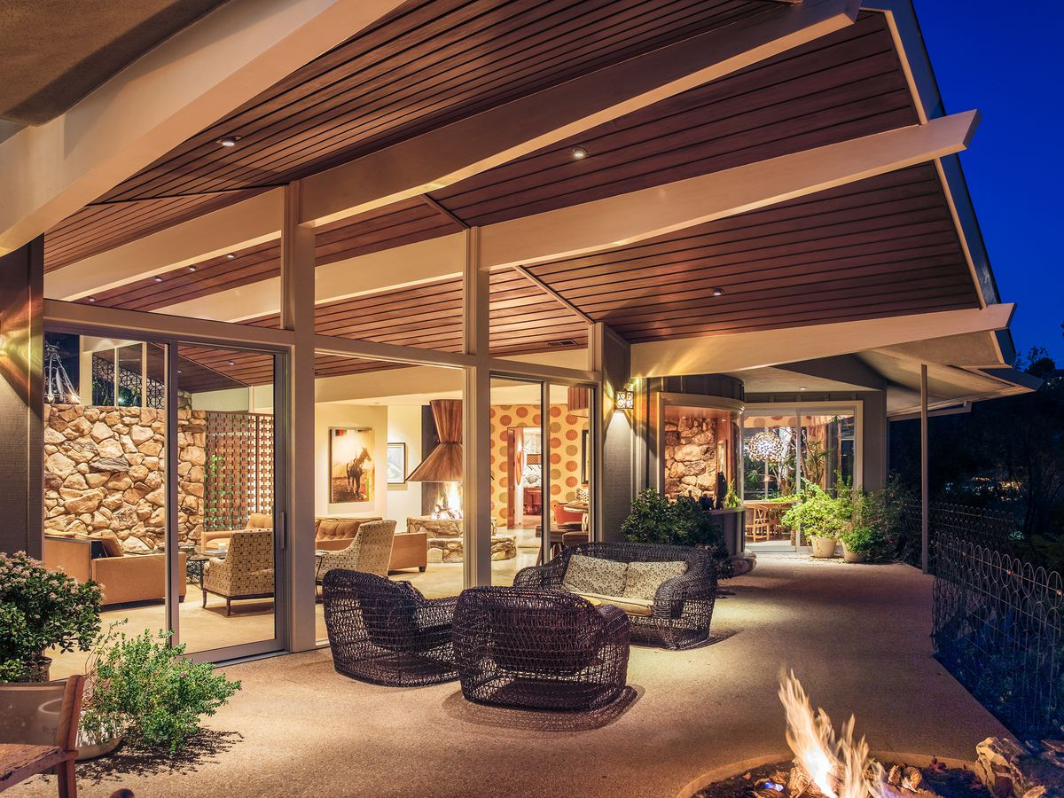 Midcentury Time Capsule With Circular Fireplace Seeks 875M Plus A Poolside Bar