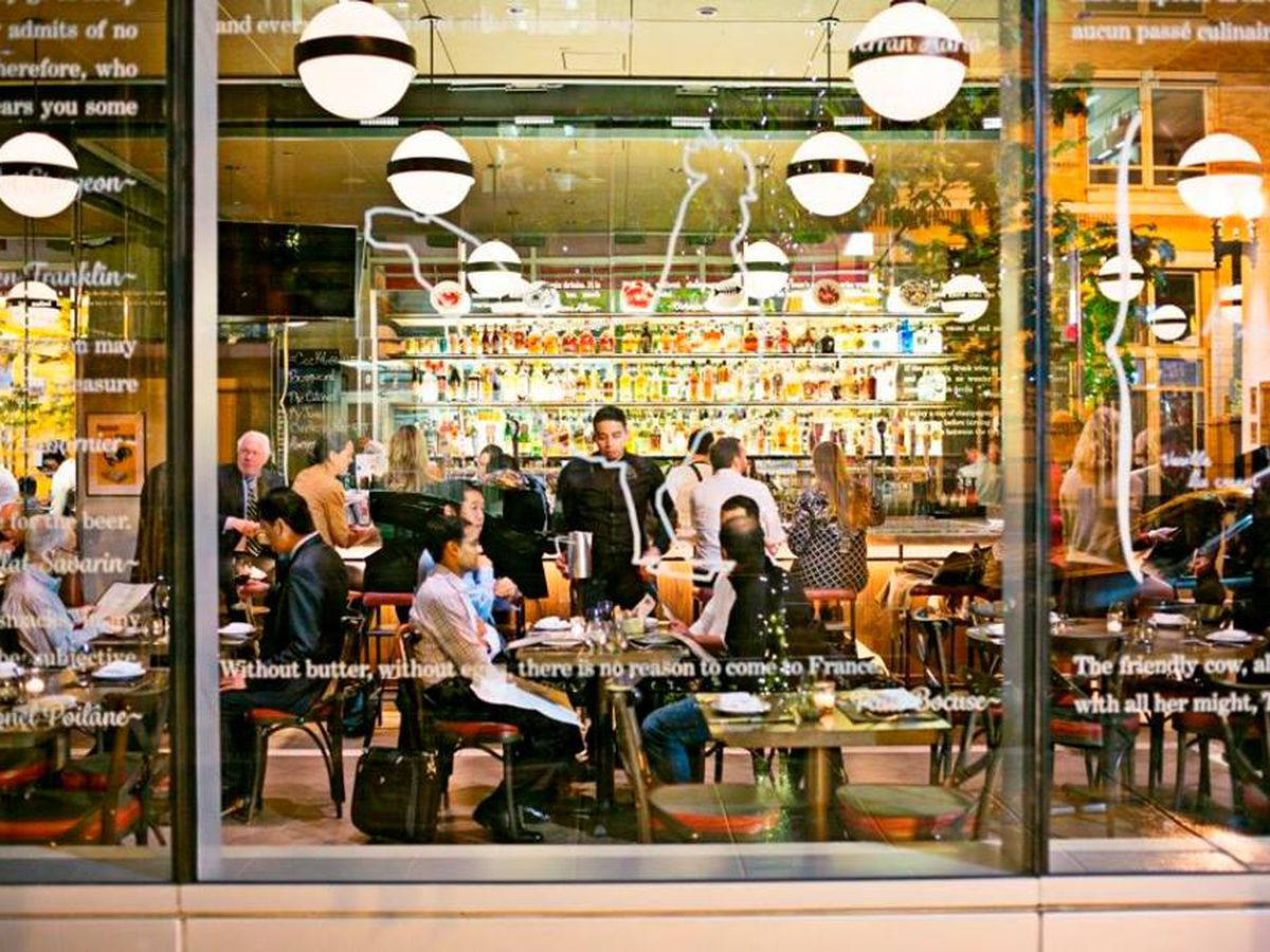 Patrons dining at Dbgb in Citycenter.