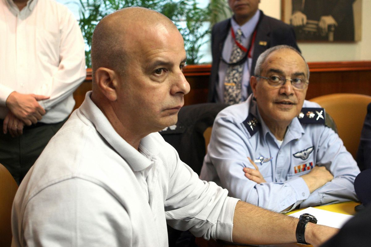 Then-Shin Bet chief Yuval Diskin, left, with Chief of Staff Dan Halutz in 2006