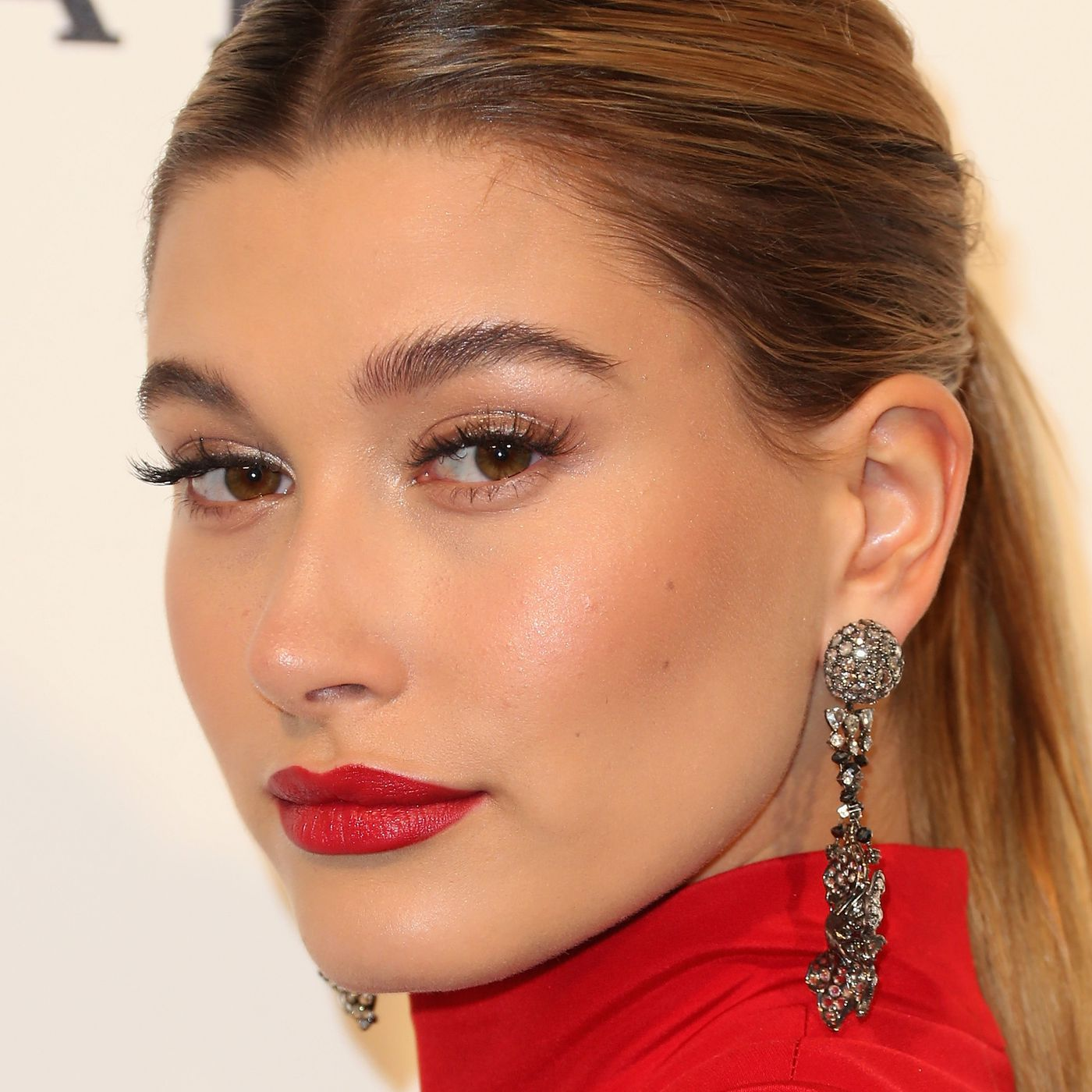 A Celeb Makeup Artist Reveals Why Hailey Baldwin S Face Drives Her Nuts Racked La