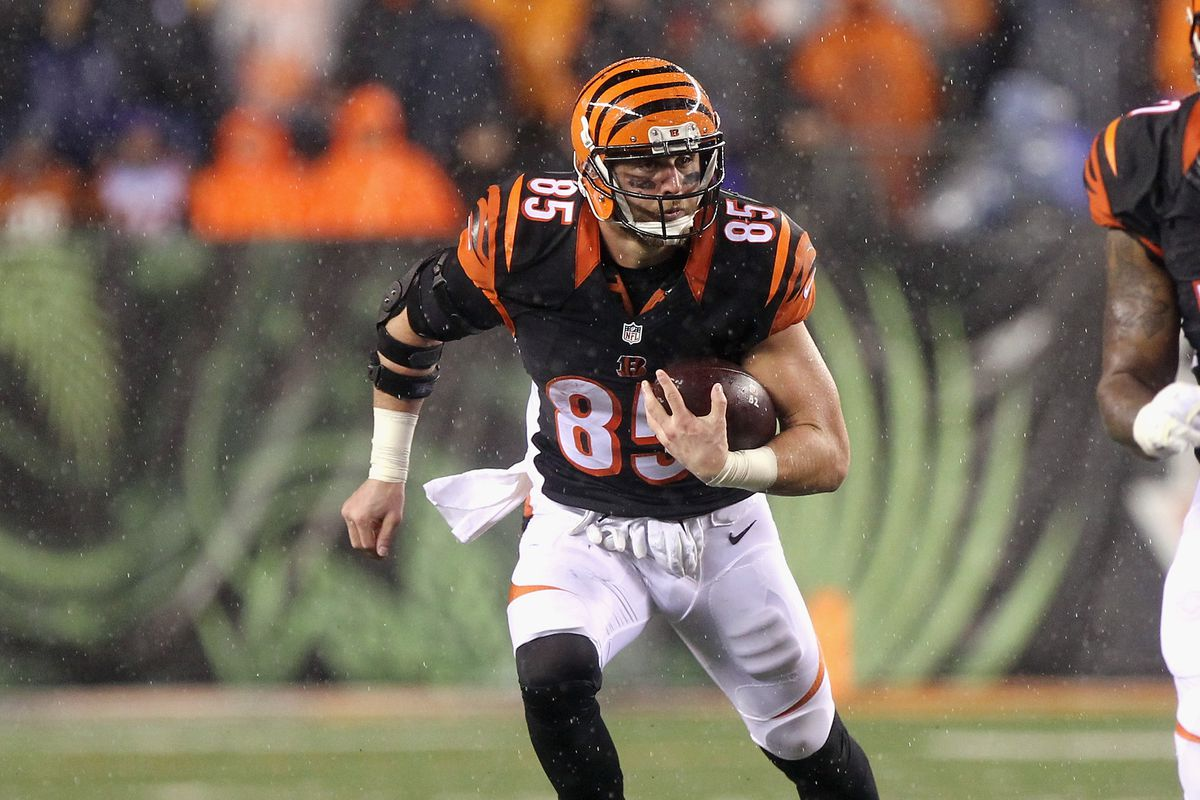 Tyler Eifert injury update Bengals TE running at half speed but