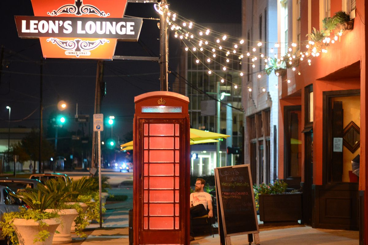 The curtains have closed on Leon's Lounge, a Houston landmark.