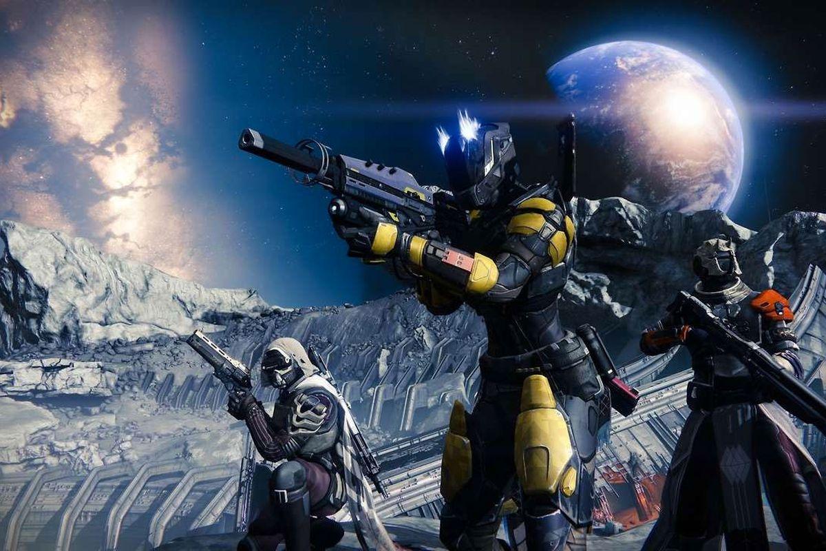 Destiny - three Guardians on the Moon