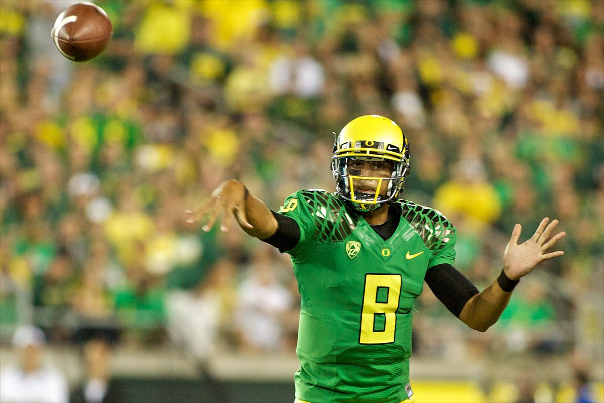 EUGENE, OR - SEPTEMBER 1: Marcus Mariota #8 of the Oregon Ducks throws a pass in the second quarter against the Arkansas State Red Wolves on September 1, 2012 at Autzen Stadium in Eugene, Oregon.  (Photo by Craig Mitchelldyer/Getty Images)