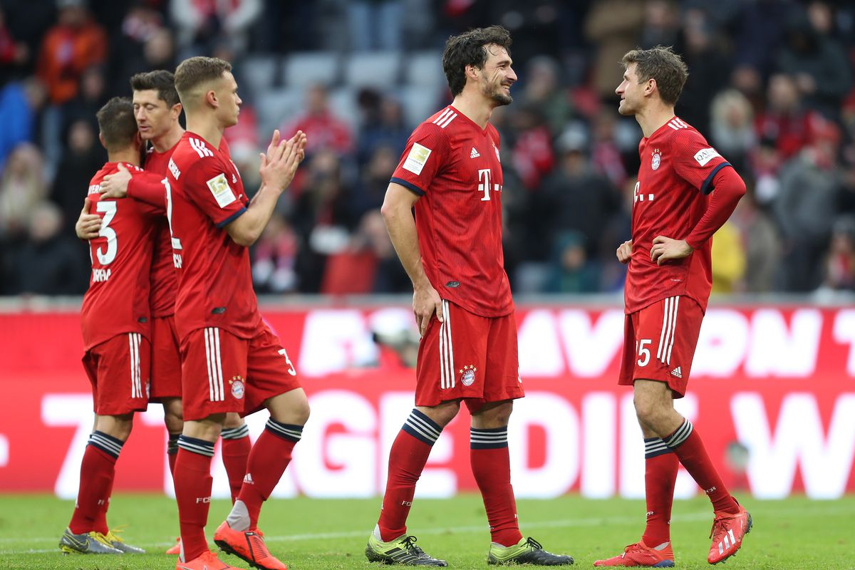 MUNICH, GERMANY - MARCH 09: Rafinha, Robert Lewandowski, Joshua Kimmich, Mats Hummels and Thomas Mueller (L-R) of FC Bayern Muenchen celebrate their 6-0 victory after the Bundesliga match between FC Bayern Muenchen and VfL Wolfsburg at Allianz Arena on March 09, 2019 in Munich, Germany.