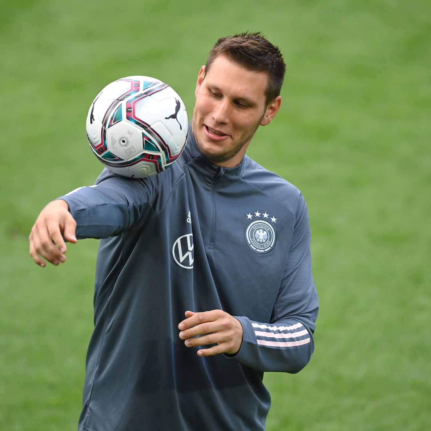 Midweek Warm Up Niklas Sule S Impressive Return And Future Prospects Bayern Munich Vs Atletico Madrid Predictions An Arptrain Anthem And More Bavarian Football Works