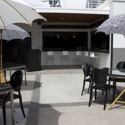 The patio Mingo Kitchen & Bar. Note the outdoor bar.