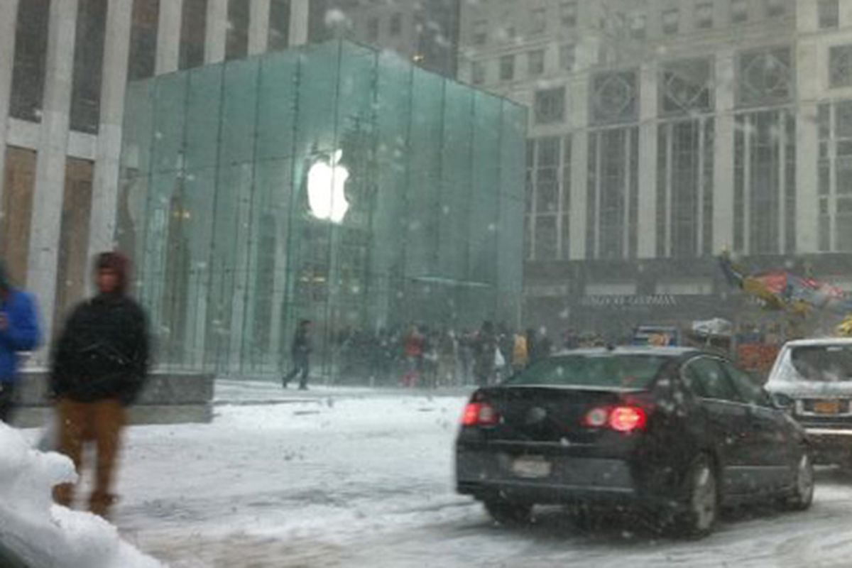 "A frosty Apple. Image via Twitter/<a href=""http://yfrog.com/gycakfxj"">@colinUNCG</a>"