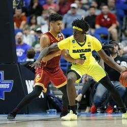 Southern California forward Bennie Boatwright, left, defends as Baylor forward Johnathan Motley, right, positions for a shot during a second-round game in the men's NCAA college basketball tournament in Tulsa, Okla., Sunday, March 19, 2017. (AP Photo/Tony Gutierrez)