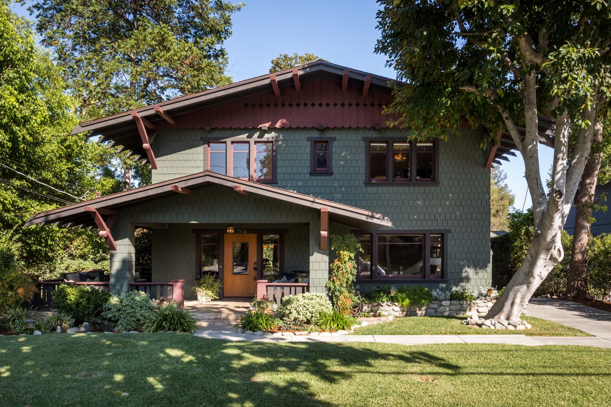 Beautiful 1909 craftsman style home for sale in pasadena for Prefab arts and crafts homes