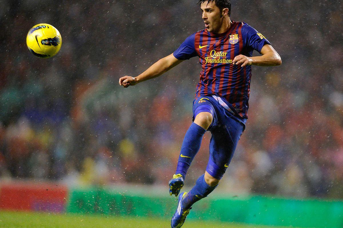 BILBAO, SPAIN - NOVEMBER 06:  David Villa of FC Barcelona controls the ball during the La Liga match between Athletic Club and FC Barcelona at San Mames Stadium on November 6, 2011 in Bilbao, Spain.  (Photo by David Ramos/Getty Images)