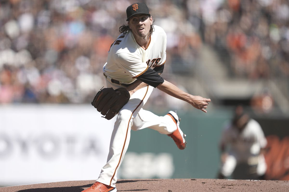 Kevin Gausman #34 of the San Francisco Giants pitches against the San Diego Padres in the top of the first inning at Oracle Park on October 02, 2021 in San Francisco, California.