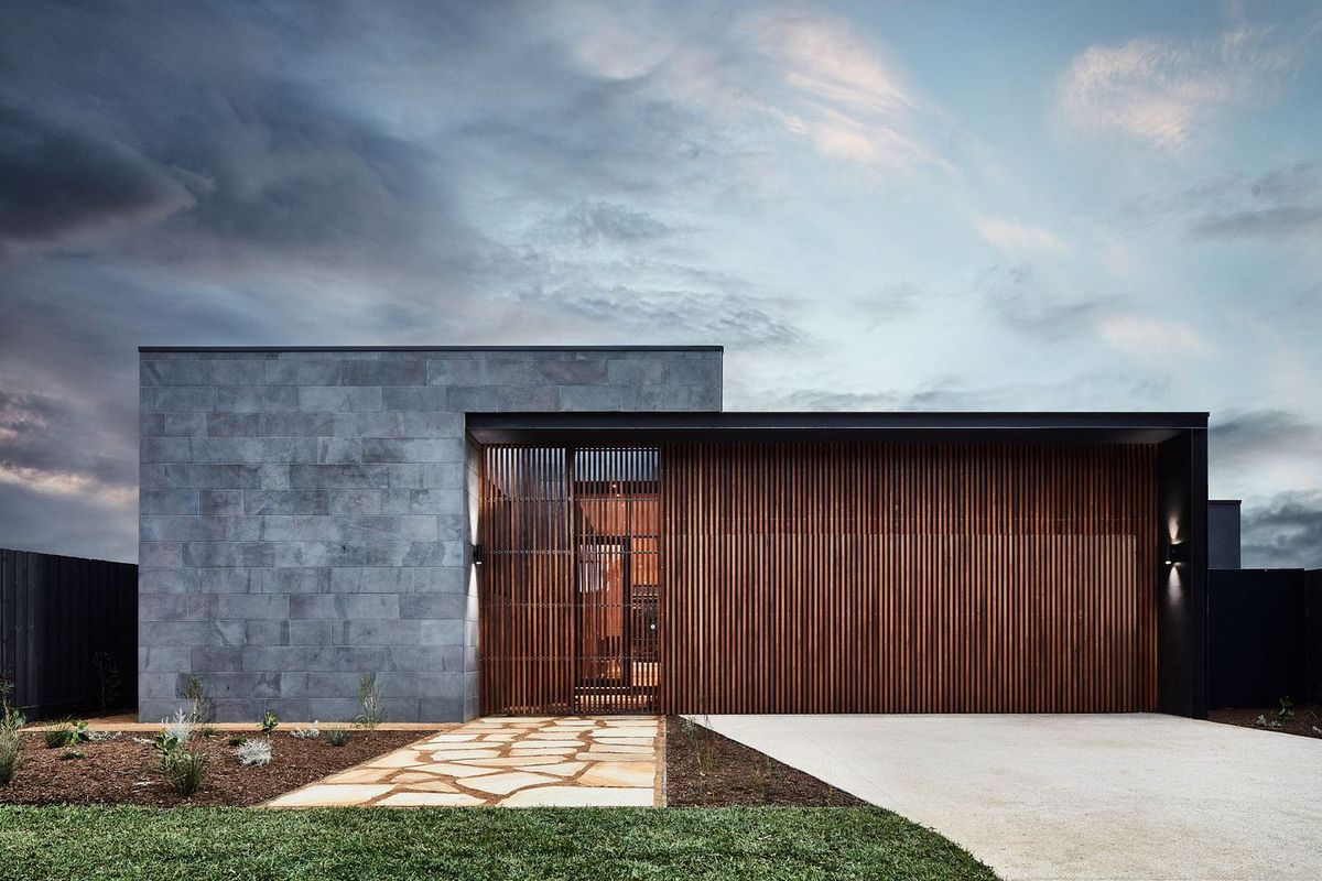 Modern courtyard house is a seaside haven - Curbed