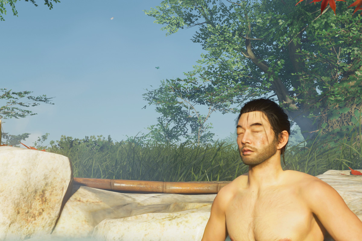 The main character of Ghost of Tsushima relaxing in a hot spring