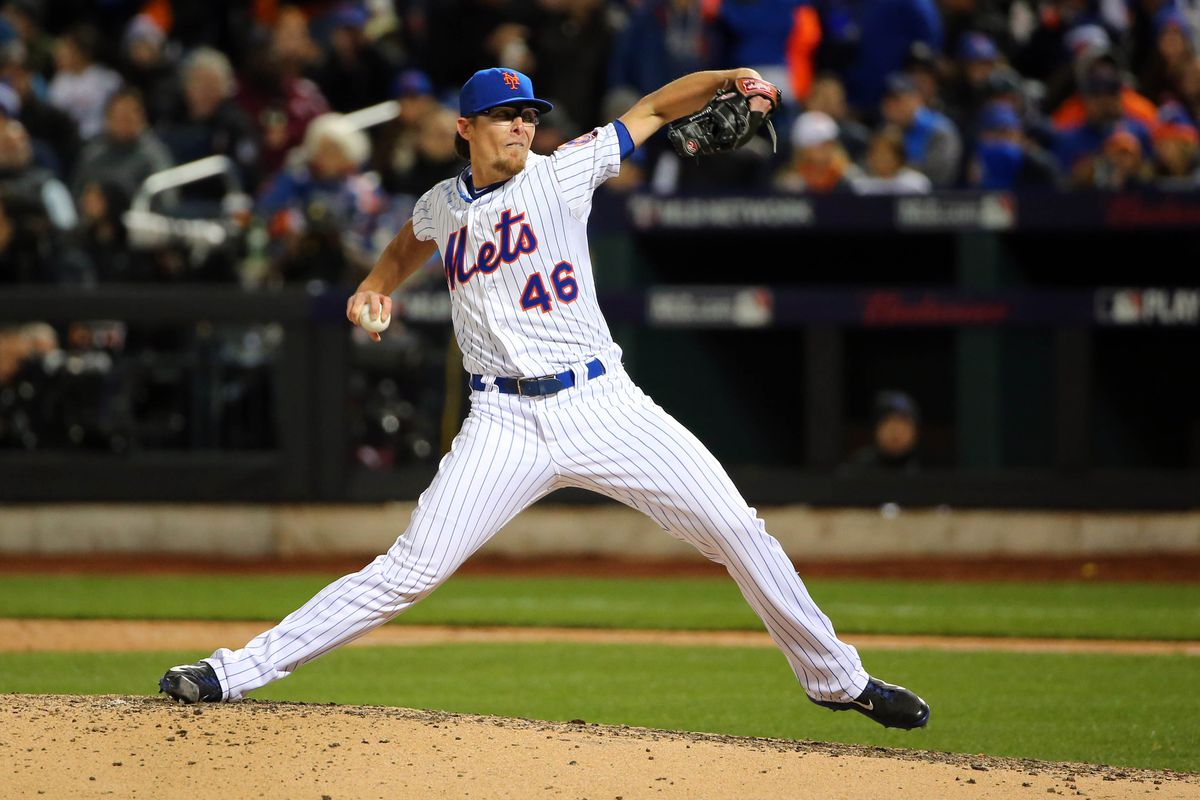 Clippard pitches in Game 3 of the World Series