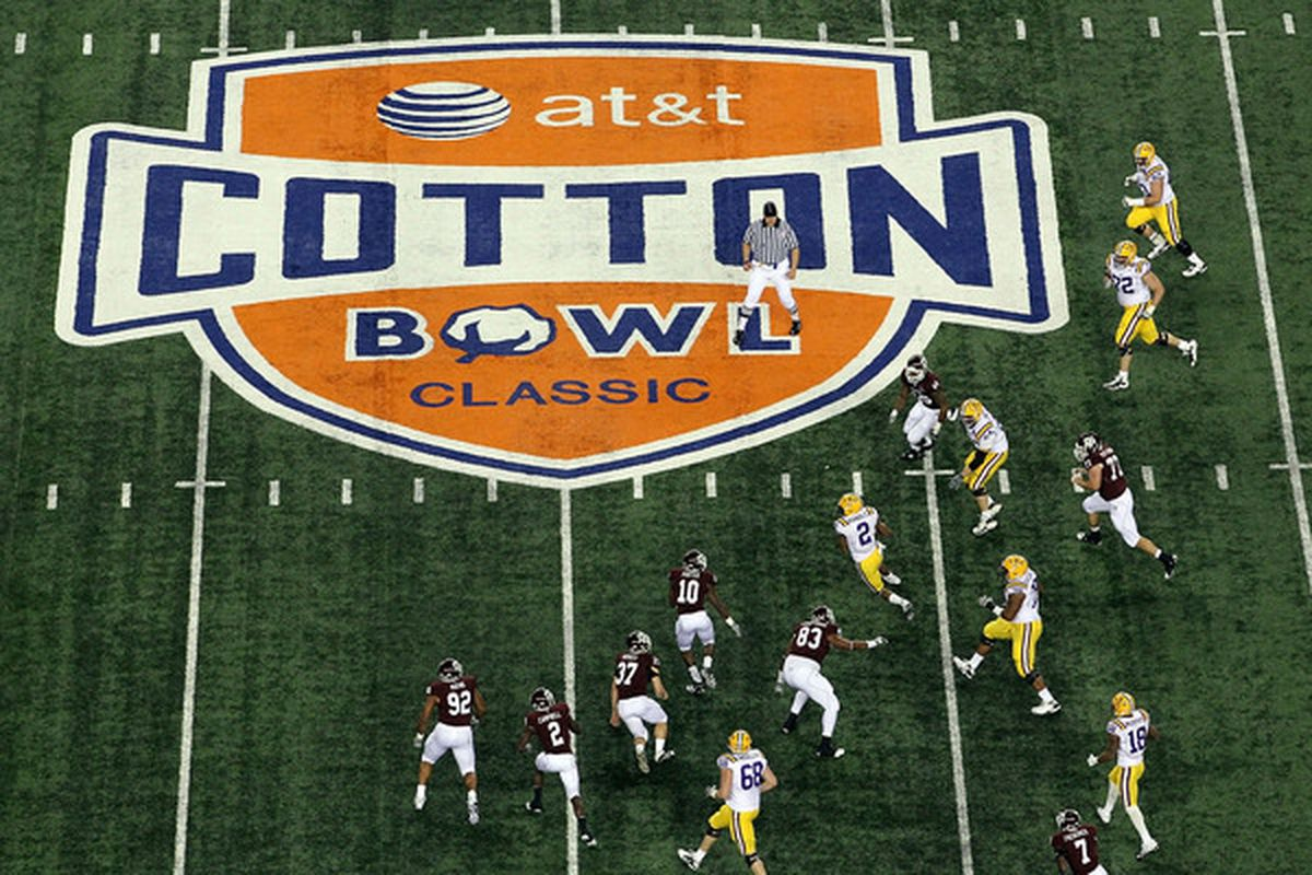 ARLINGTON TX - JANUARY 07:  Wide receiver Rueben Randle #2 of the LSU Tigers runs the ball against the Texas A&M Aggies during the AT&T Cotton Bowl at Cowboys Stadium on January 7 2011 in Arlington Texas.  (Photo by Ronald Martinez/Getty Images)