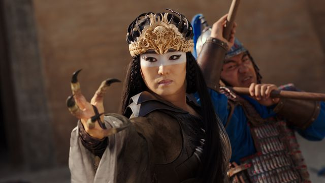 gong li, with claws like a bird's talons
