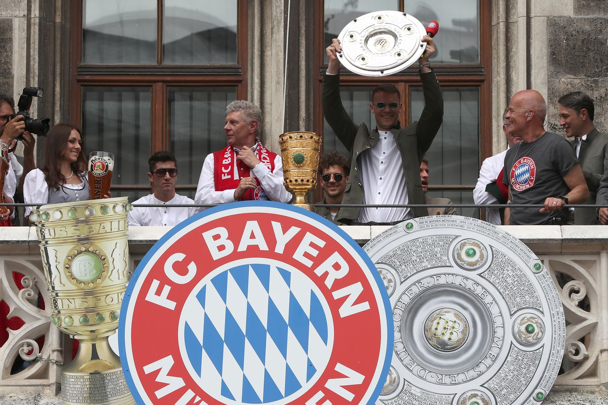 Goalkeeper Manuel Neuer of FC Bayern Muenchen lifts the Bundesliga trophy in celebration winning the Bundesliga title and the German Cup title for the season 2018/19 on the balcony of the town hall at Marienplatz on May 26, 2019 in Munich, Germany.