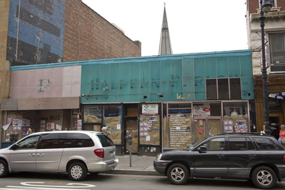 """The future home of Greenpoint's 7-11, on Manhattan Avenue near Greenpoint Avenue.  Photo by <a href=""""http://testofwill.blogspot.com/"""">Will Femia</a>"""