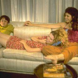 "<i>Slums of Beverly Hills</i> (1998). Photo via <a href=""http://www.imdb.com/title/tt0120831/"" rel=""nofollow"">IMDb</a>."