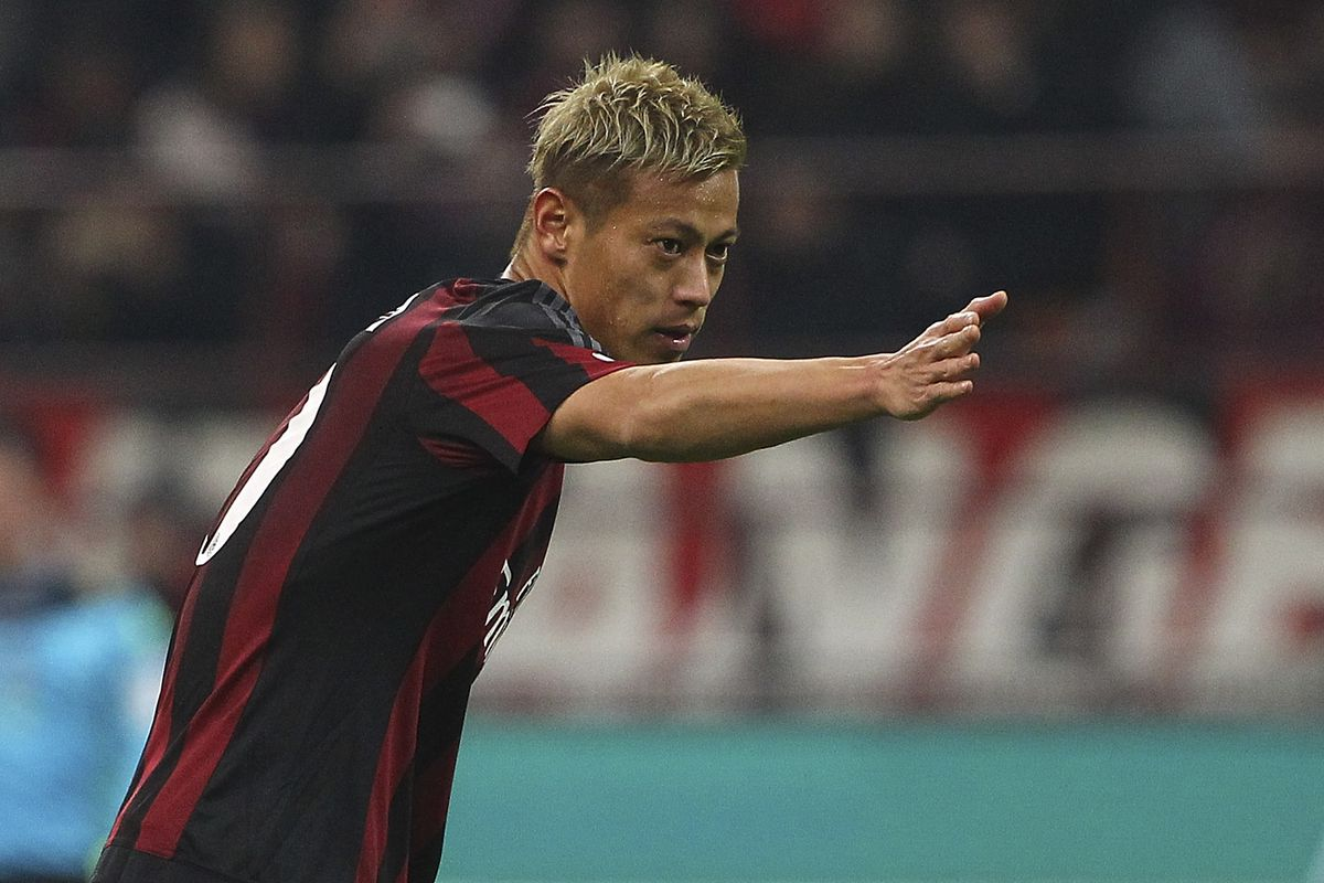Is Keisuke Honda suggesting the right way to qualify to a European cup in this photo?
