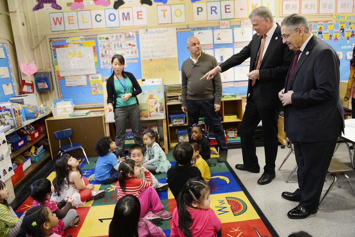 New York Mayor Bill de Blasio in a pre-K classroom.