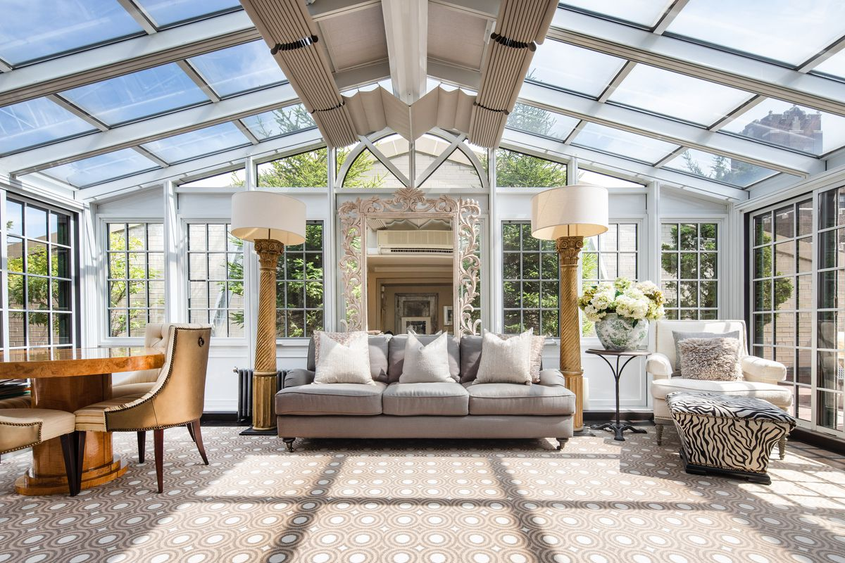 A room with glass walls and ceilings.