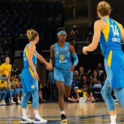 Diamond DeShields finished with 25 points against the Mercury.