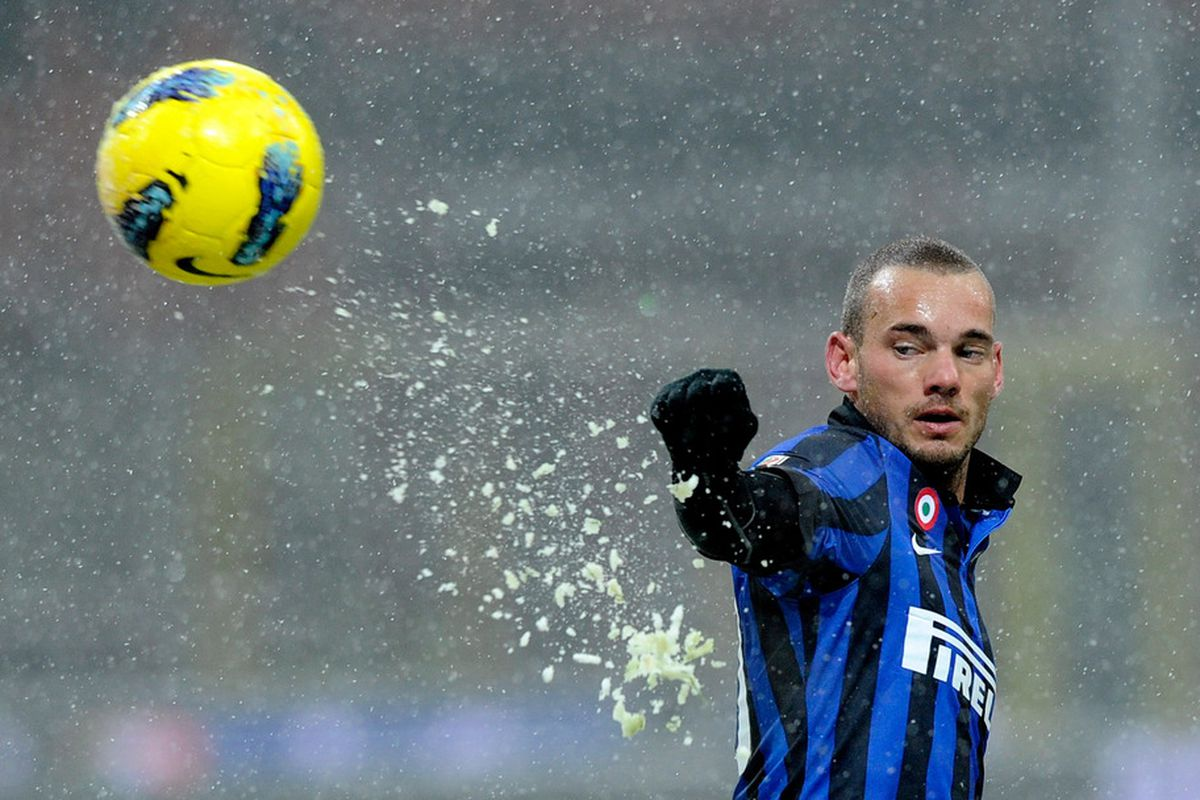 MILAN, ITALY - FEBRUARY 01:  Wesley Sneijder of FC Inter Milan during the Serie A match between FC Internazionale Milano and US Citta di Palermo at Stadio Giuseppe Meazza on February 1, 2012 in Milan, Italy.  (Photo by Claudio Villa/Getty Images)