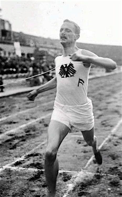 Otto Peltzer runs