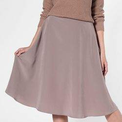 "<a href=""http://store.americanapparel.net/mid-length-circle-skirt_rsa0344?c=Aluminum"">Mid-Length Circle Skirt</a>, $29 (was $58)"