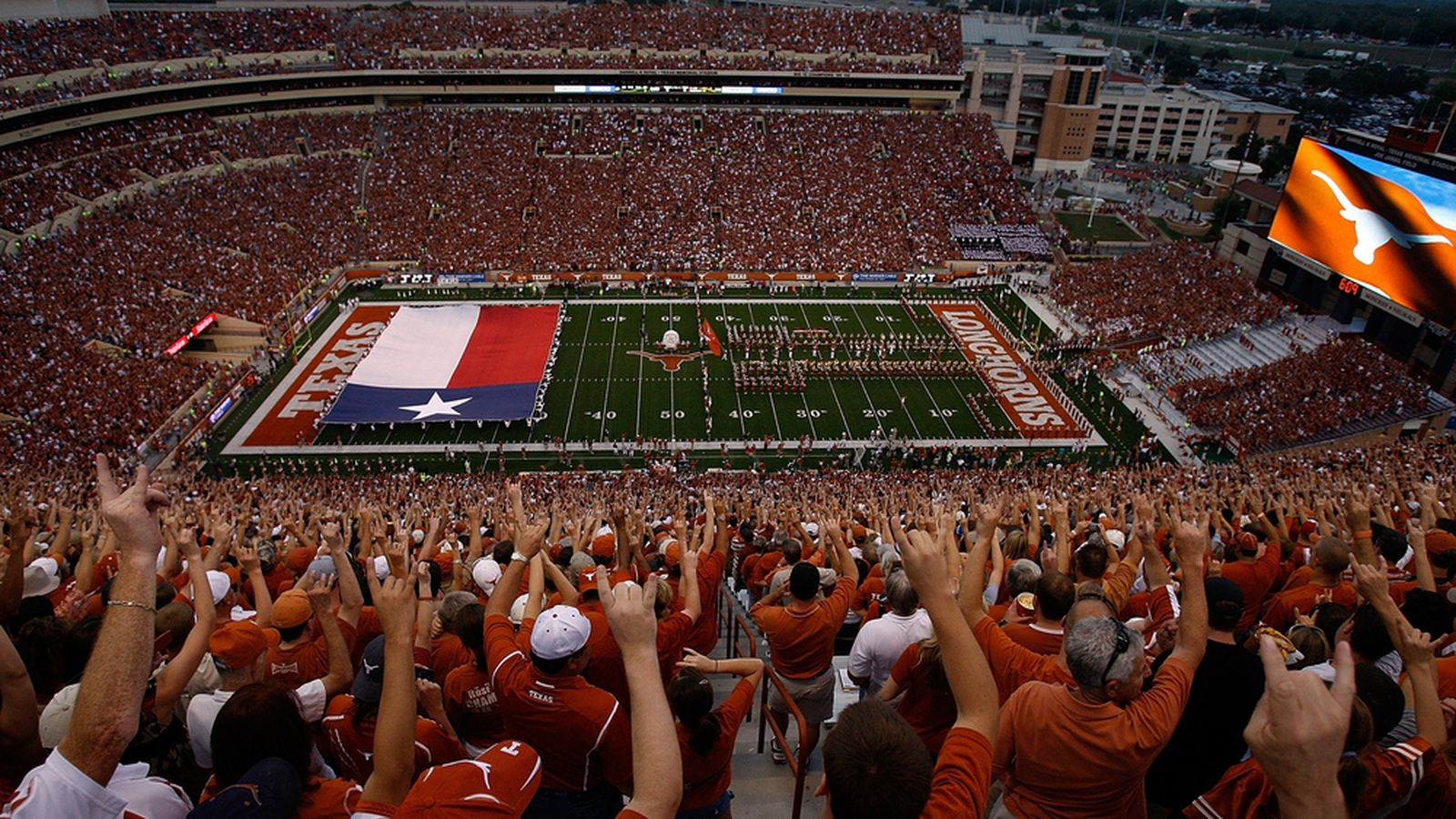Dkr_texas_memorial_stadium.0