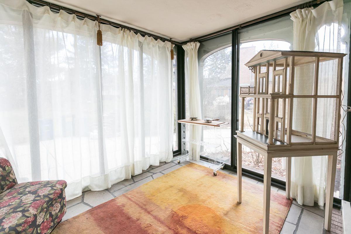 Impressive Palmer Woods mansion lists again, asks $568K - Curbed Detroit