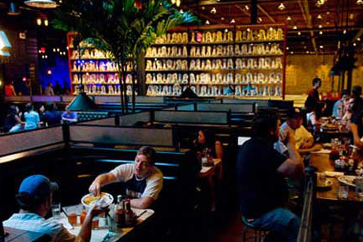 Brooklyn Bowl diners