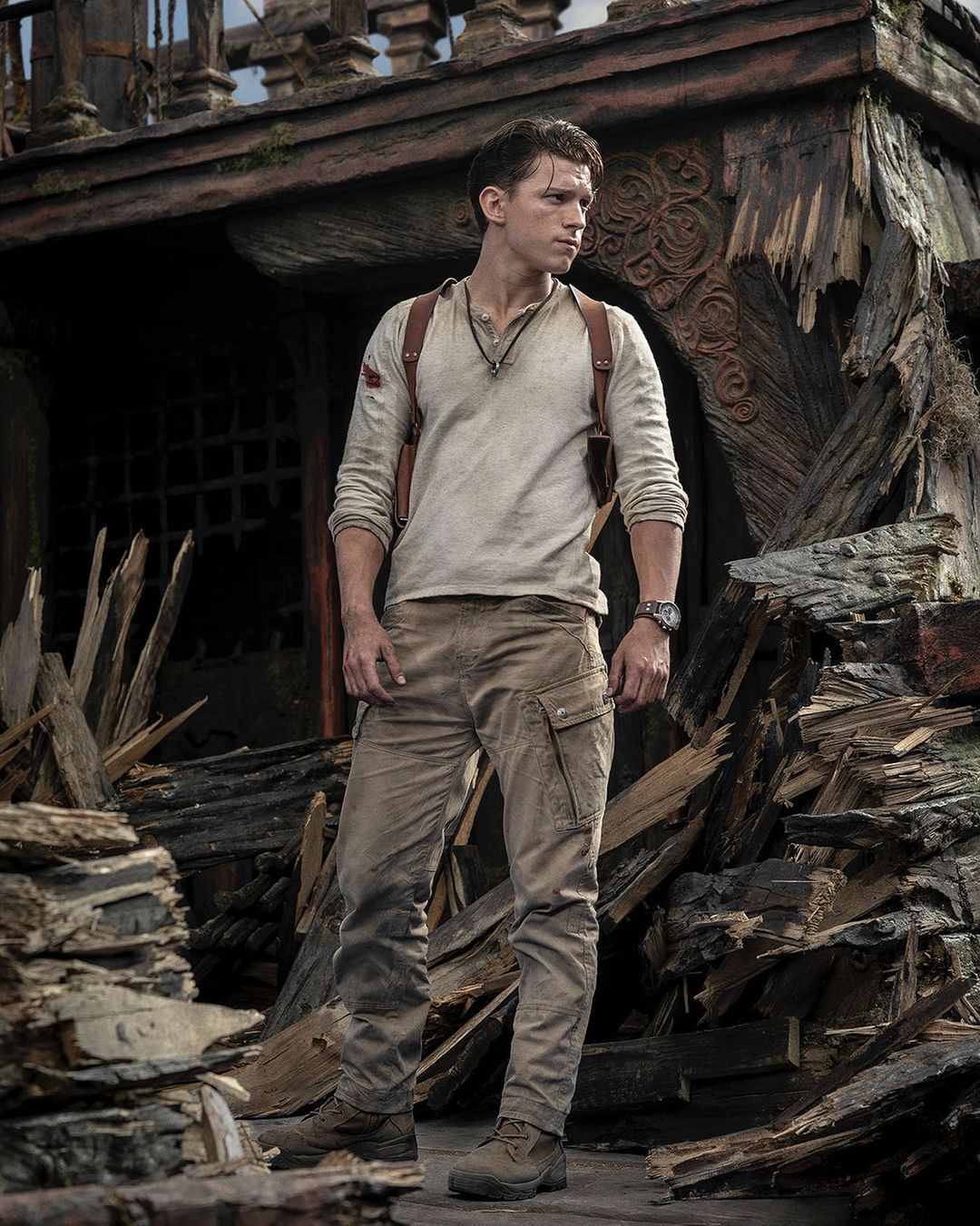 Tom Holland as Nathan Drake costume in Uncharted movie